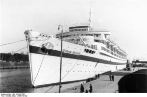 """Die """"Wilhelm Gustloff"""" als Lazarettschiff in Danzig. Foto: Hans Sönnke"""