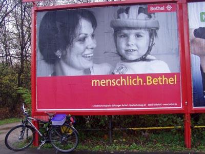 So wird Bethel derzeit auf Plakatwänden (Foto: Ulli Schauen)