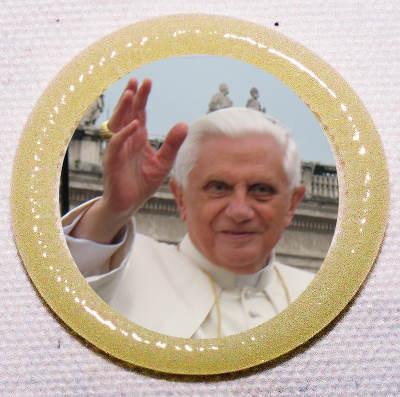 neues Papstmedaillon aus den Andenkenläden des Vatikan