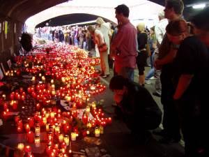 Tunnel Karl-Lehr-Straße: Kerzenmeer und trauernde Menschen. Foto: Ulli Schauen